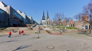 Heinrich-Böll-Platz-©-Raimond-Spekking-CC-BY-SA-4.0