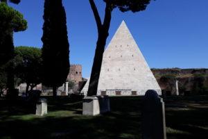 La piramide Cestia © il Deutsch-Italia