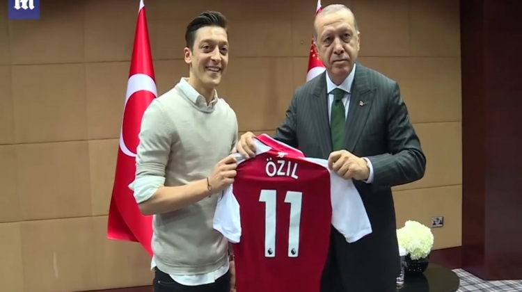 Erodgan Özil© Youtube Daily Mail
