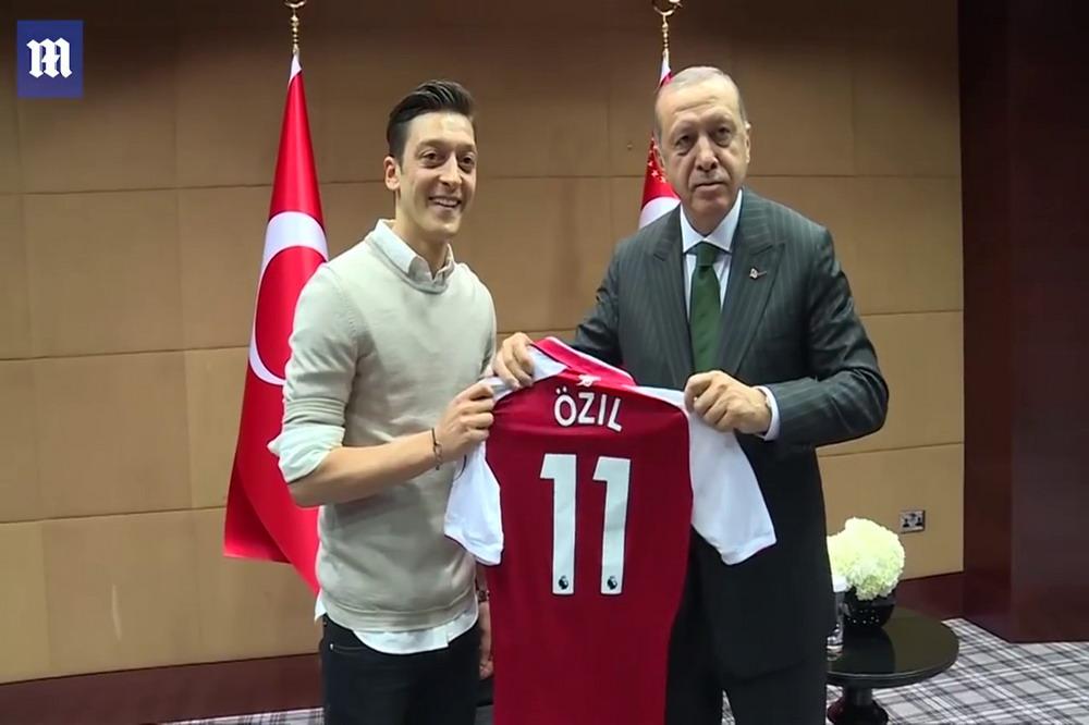 Erodgan Özil© Youtube Daily Mail