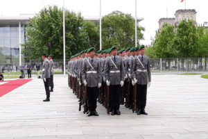 Soldati tedeschi in parata © il Deutsch-Italia