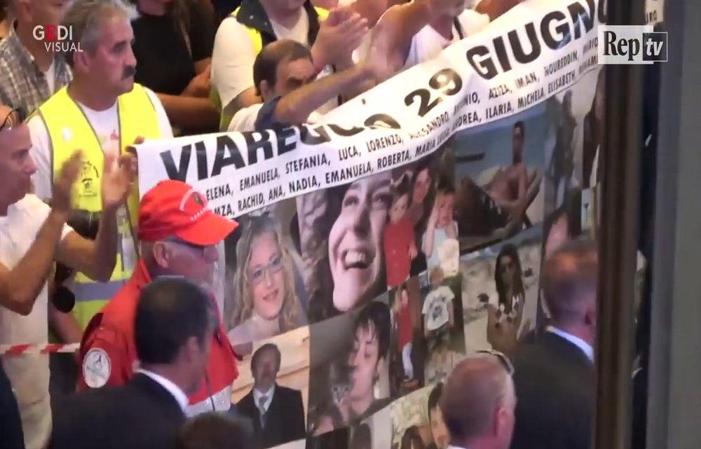I funerali a Genova © youtube La Repubblica