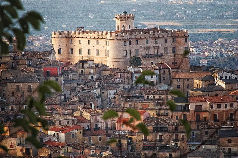 Castello di Corigliano-Rossano © CC BY-SA 4.0 Aldo Fiorenza Flicrk
