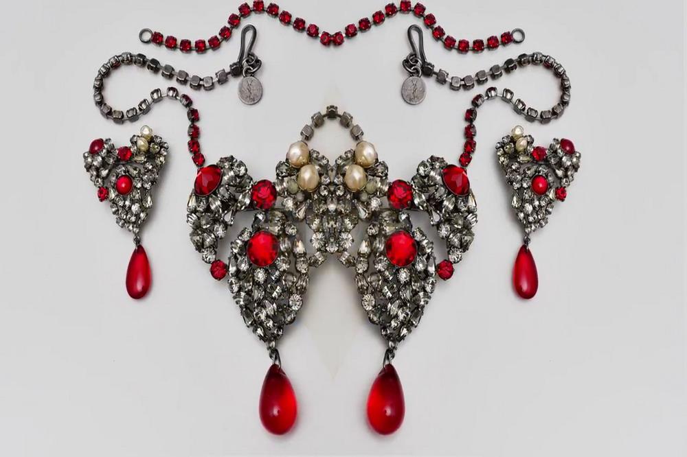 bijoux-bijoux-von-chanel-bis-dior-05-©-youtube-staatliche-museen-zu-berlin