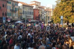 La manifestazione di Verona © il Deutsch-Italia