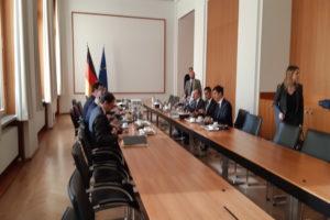 Le delegazioni italiana e tedesca al tavolo presso il ministero del Lavoro tedesco © il Deutsch-Italia