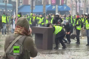 La rivolta dei gilet gialli © youtube rt deutsch