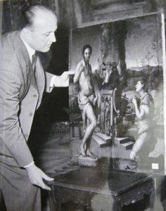 Rodolfo Siviero con un quadro di Pontormo © Museo Casa Siviero
