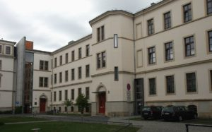 Dresden AmtsgerichtNebenstelle1 © CC BY-SA 3.0 Bubo WC