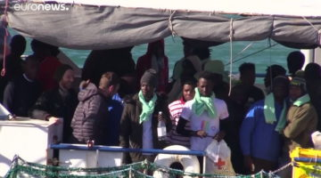 I migranti della Sea Watch 3 © Youtube Euronews