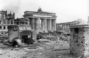 Berlin 1945 ©-Bundesarkiv-B-145-Bild-P054320-©-CC-BY-SA-3.0