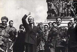 26 aprile 1945 Pertini tiene un comizio