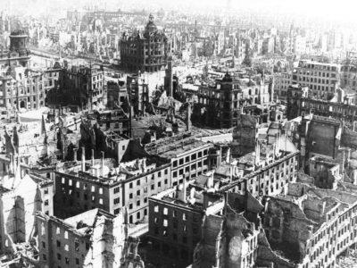 Dresda bombardata © Bundesarkiv B 183-Z0309-310 G. Beyer © CC BY-SA 3.0