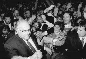 Helmut-Kohl-nel-1990-©-Bundesarkiv-B-183-1990-0916-021-CC-BY-SA-3.0