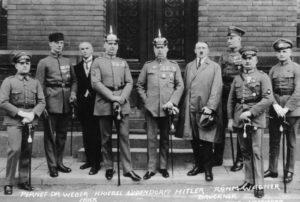 Hitler-Ludendorff Bundesarchiv Bild 102-00344A Heinrich Hoffmann CC-BY-SA 3.0