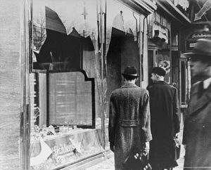 Il giorno dopo la Kristallnacht © PD at National Archives and Records Administration