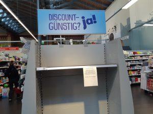 L'assalto alla carrta igienica nei supermercati tedeschi © il Deutsch-Italia