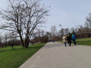 Gente nei parchi berlinesi © il Deutsch-Italia