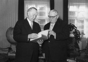 Adenauer e Erhard © Bundesarkiv F004214-0033 © CC-BY-SA-3.0
