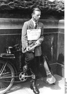Disoccupato tedesco-nel 1949 © Bundesarkiv 183-R77582 © CC-BY-SA-3.0.