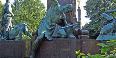 Sigfrido che forgia la spada imperiale © CC BY-SA 3.0 James Steakley WC