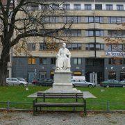Robert Koch Platz © CC BY-SA 3.0 Fridolin freudenfett (Peter Kuley) WC