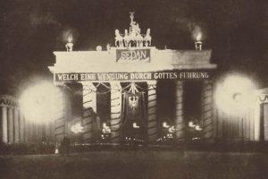 La celebrazione della battaglia di Sedan presso la Porta di Brandeburgo