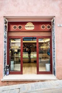 https://www.ildeutschitalia.com/wp-content/uploads/2020/09/Il-gelato-di-Don-Matteo-©-Gelateria-Girotti-02.jpeg