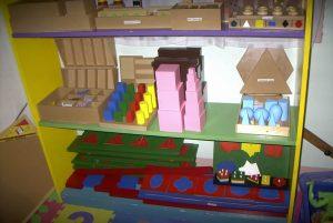 Materiale usato nelle scuole Montessori © Diamond Montessori CC BY-SA 2.0 Flickr