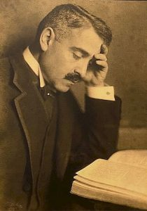 Aby Warburg nel 1912 © Fotoarchiv Marburg Wikipedia