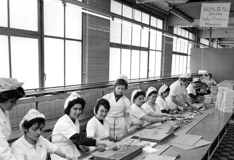 Lavoratrici italiane in una fabbrica di cioccolato a Colonia © Bundesarkiv-B-145-Bild-F013093-0001-Rolf Unterberg-©-CC-BY-SA-3.0