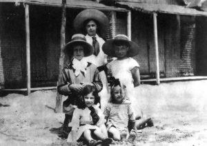 Wladyslaw Adzio-Moes con amici e le sorelle, Venezia 1911
